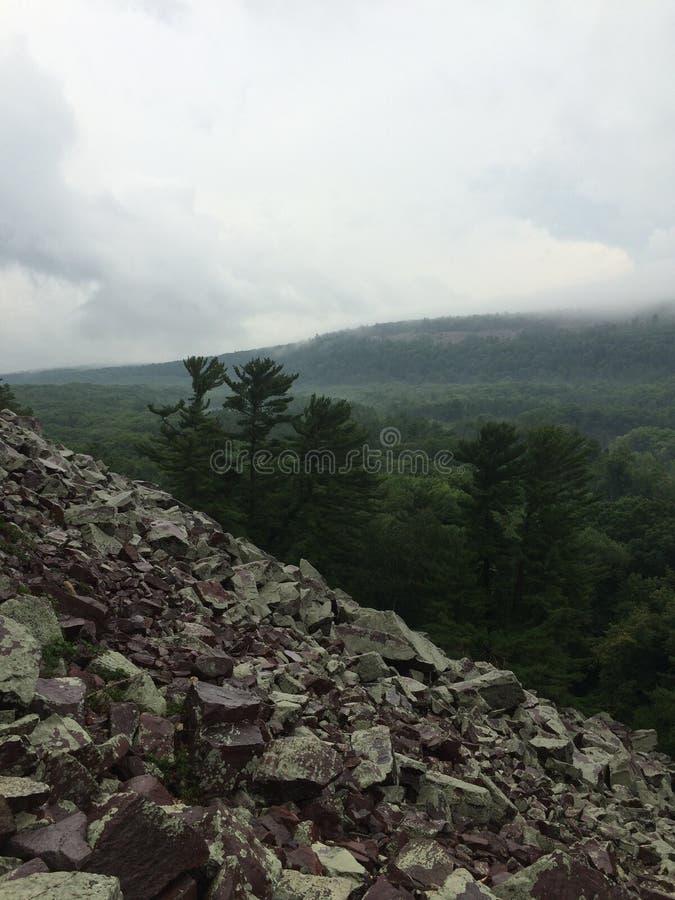 Pendio di collina roccioso al parco di stato del lago devils immagine stock