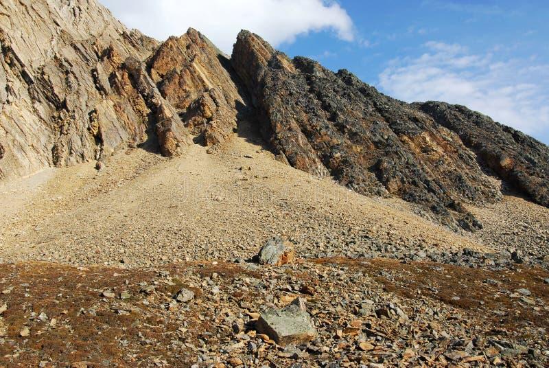 Download Pendio di montagna immagine stock. Immagine di passaggio - 7307589