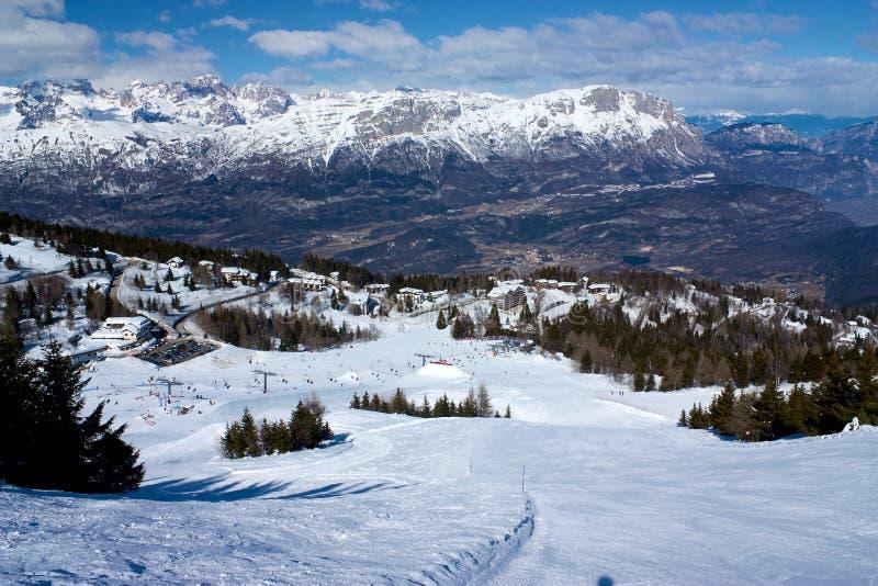 Pendio in Monte Bondone nell'inverno immagini stock libere da diritti