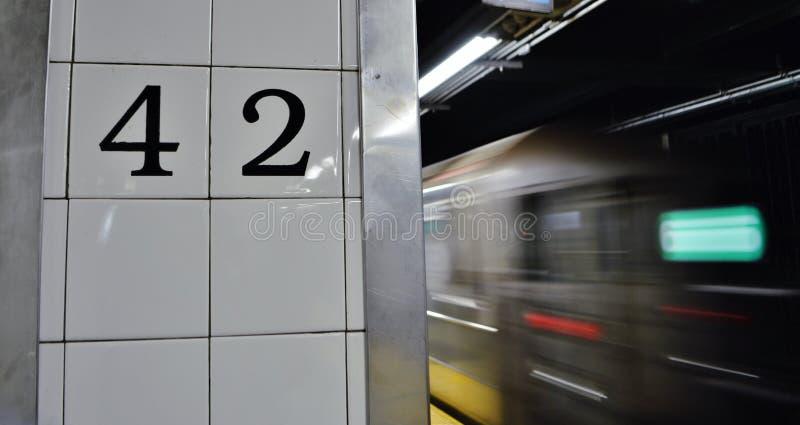 Pendlingssträcka för stad för drev för MTA för New York City 42nd gatagångtunnel fotografering för bildbyråer