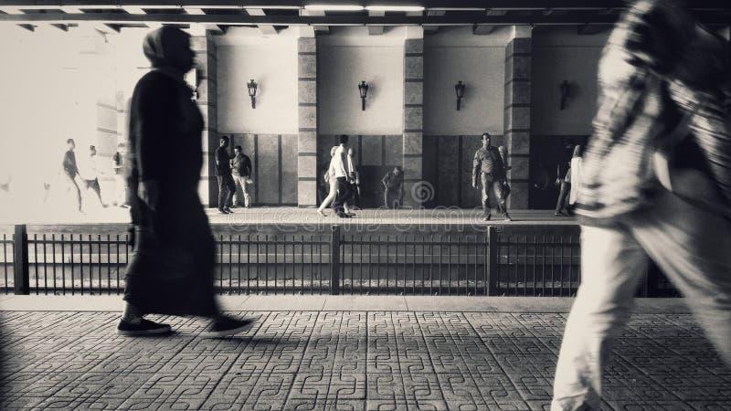 Pendolari della metropolitana sulle piattaforme fotografia stock libera da diritti