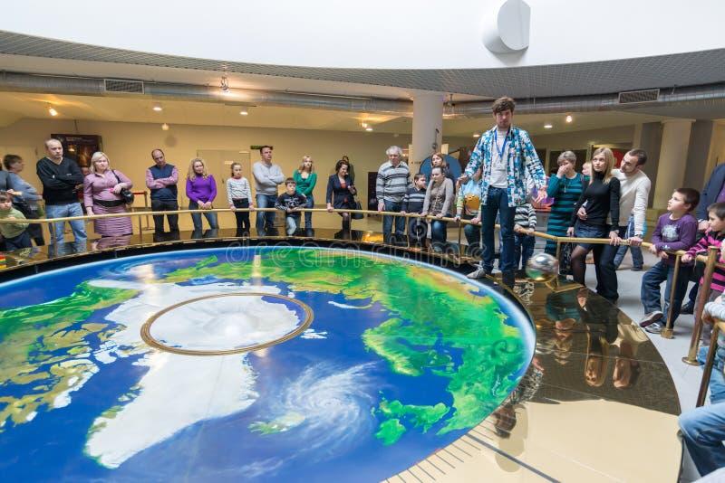 Pendolo al planetario di Mosca, Russia immagini stock
