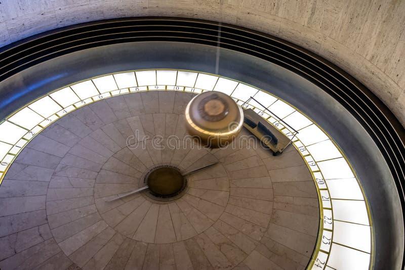 Pendule de Foucault Griffith Observatory - à Los Angeles, la Californie, Etats-Unis photo stock