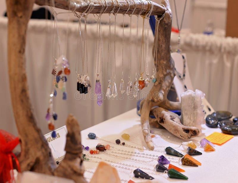 Pendules de cristal et de pierre gemme photo libre de droits