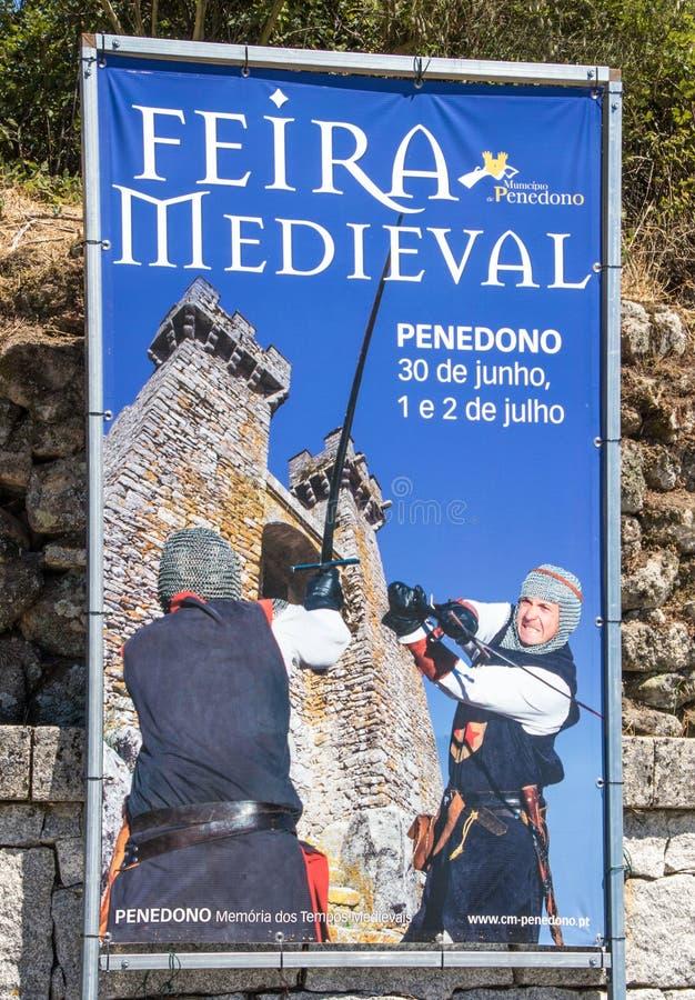 Penedono, Portugal/1º de julho de 2017 - assine dentro a cidade anuncia imagens de stock
