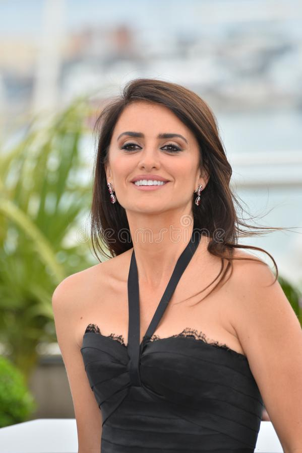 Penelope Cruz. CANNES, FRANCE. May 09, 2018: Penelope Cruz at the photocall for Everybody Knows at the 71st Festival de Cannes..© 2018 Paul Smith/Featureflash stock images