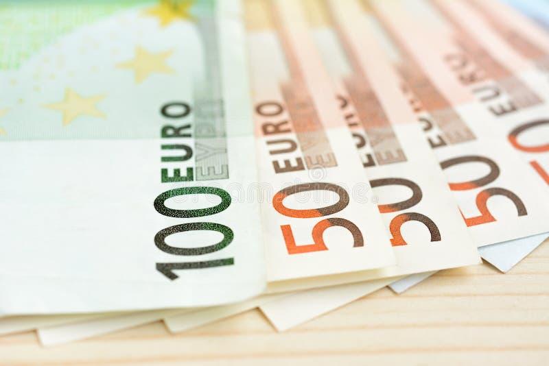 Pengar-, eurovaluta & x28; EUR& x29; räkningar royaltyfri bild