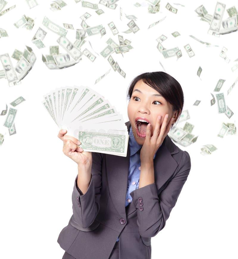Pengar för handfull för affärskvinnalook royaltyfri foto