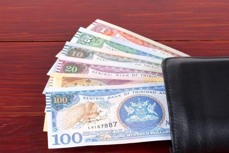 Pengar från Trinidad och Tobago i den svarta plånboken royaltyfria bilder