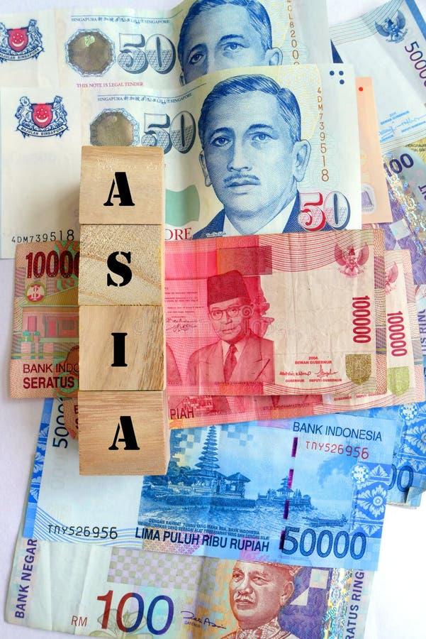 Pengar i asiatiska valutor royaltyfria foton
