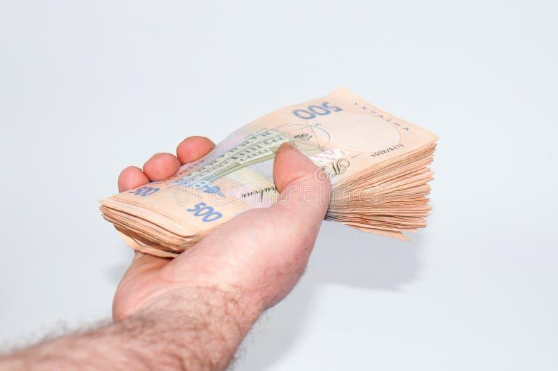 Pengar i den manliga handen p royaltyfri bild