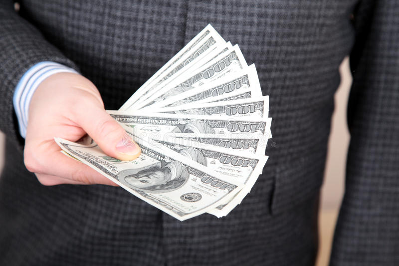Pengar i en räcka fotografering för bildbyråer