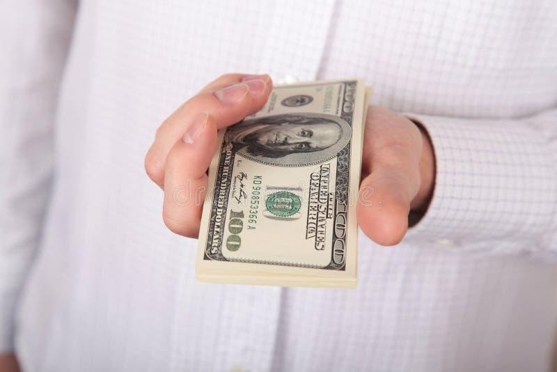 Pengar i en räcka arkivfoton