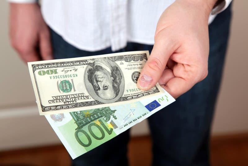 Pengar i händer royaltyfria bilder