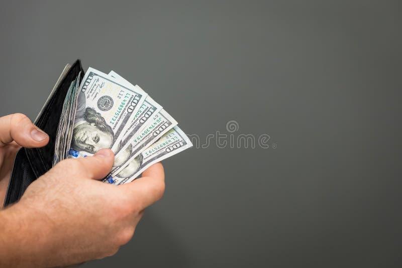 Pengar i plånbok royaltyfria bilder