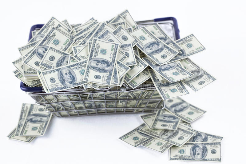 Pengar i shoppingvagn arkivfoto