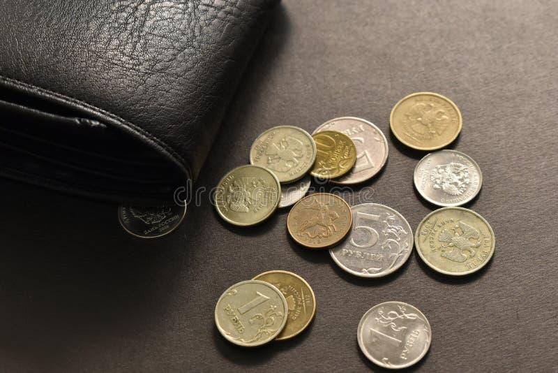 Pengar med gamla mynt royaltyfri bild