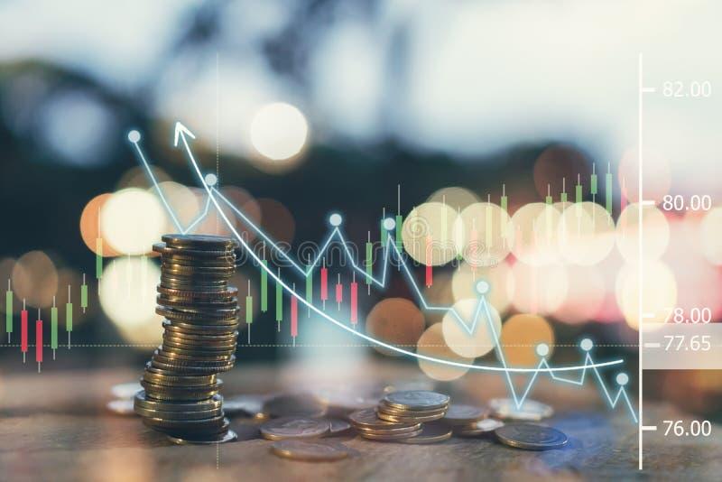Pengar mynt som växer begrepp och den finansiella målframgången royaltyfri fotografi