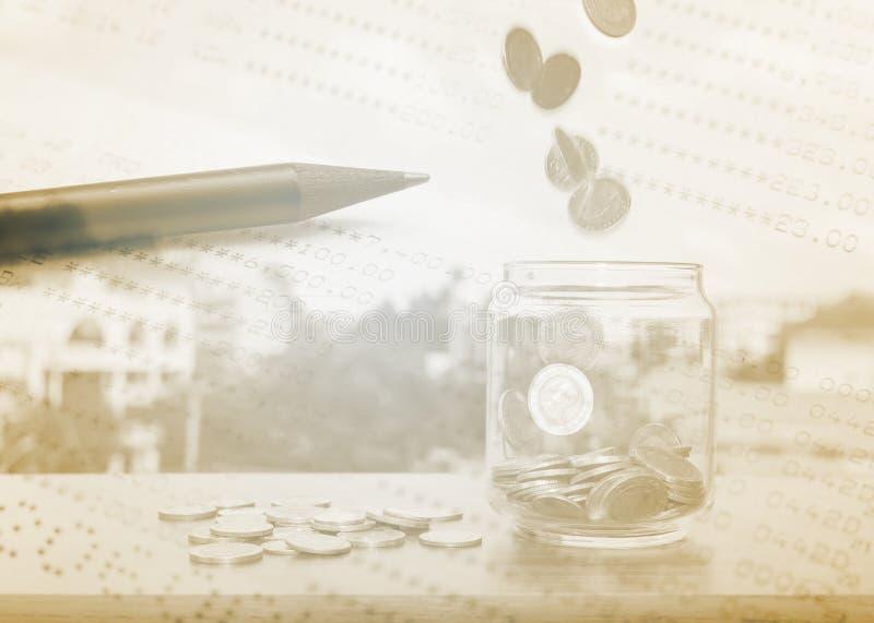 Pengar- och besparing- och finansbegrepp royaltyfri bild