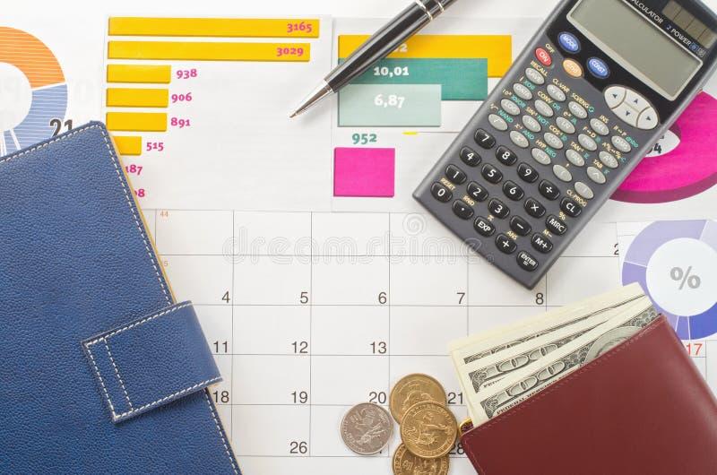 Pengar och grafer fotografering för bildbyråer