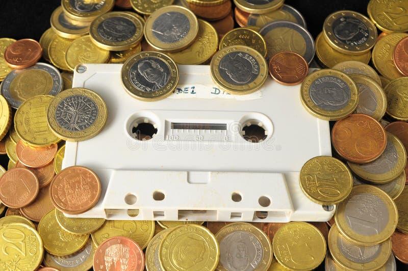Pengar och musikbegrepp royaltyfri bild