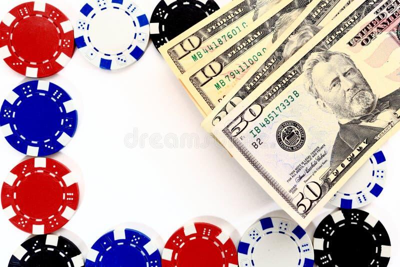 Pengar på dobbelchiper på vit bakgrund arkivbild