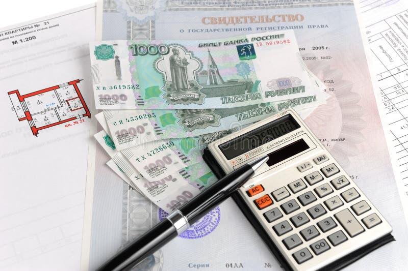 Pengar, räknemaskin, certifikat och plan royaltyfria foton