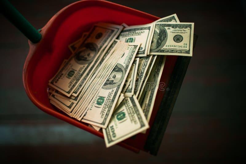 Pengar som avskräde arkivfoton