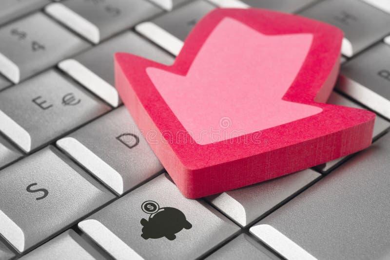 pengar sparar Piggy symbol på en datortangent Pilsignal arkivbild