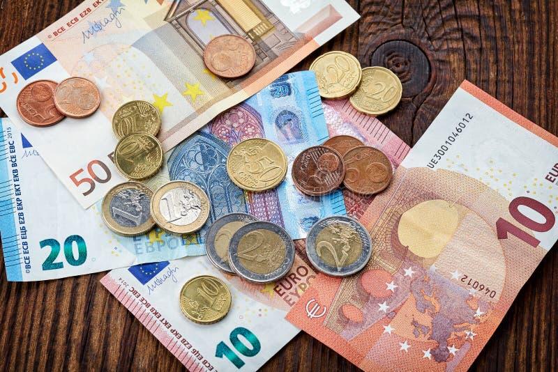Pengareurosedlar och mynt royaltyfria bilder