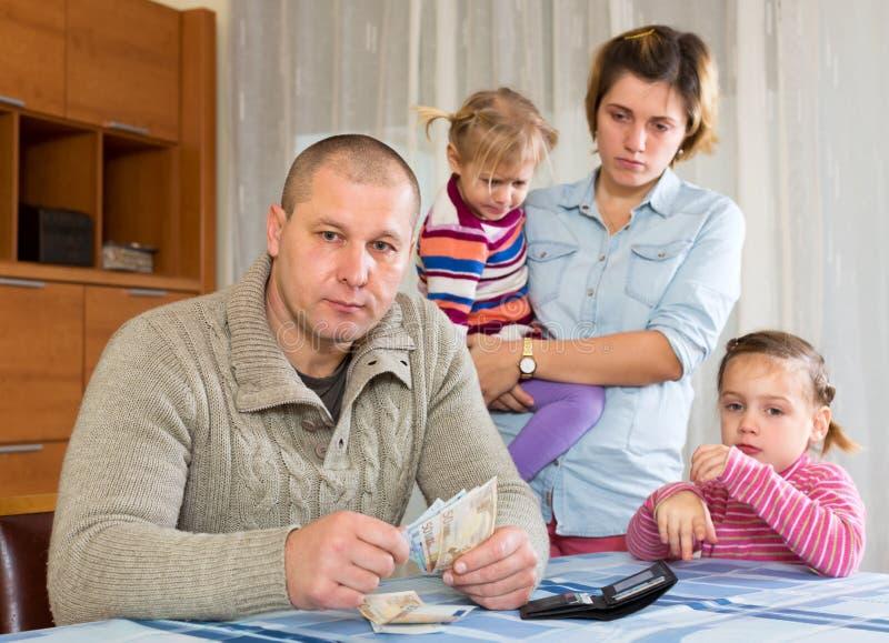Pengarfråga fotografering för bildbyråer