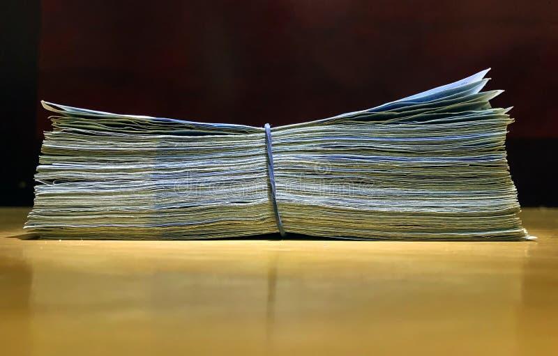Download Pengarkoreanvaluta fotografering för bildbyråer. Bild av livsstilar - 106829901