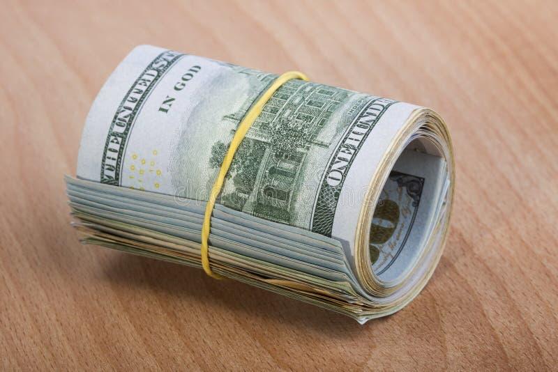 Pengarrulle med US dollar royaltyfria foton