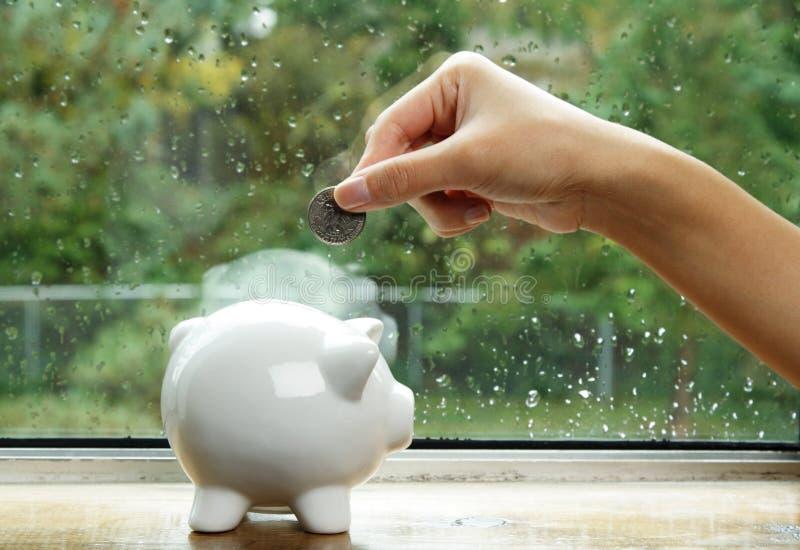 pengarsparande fotografering för bildbyråer