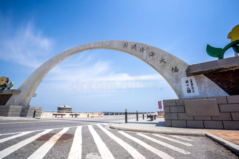 Penghu, Taiwán - 16 de mayo de 2018: El puente de la inter-isla del archipiélago de Penghu fotos de archivo