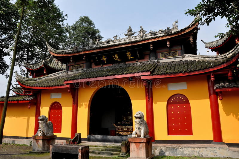 Download Pengzhou, China: Buddhistischer Tempel Dongyuan-Si Stockfoto - Bild von west, porzellan: 27733778
