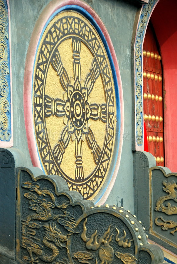Pengzhou, China: Falun Rad an der langen Xing Pagode stockbild