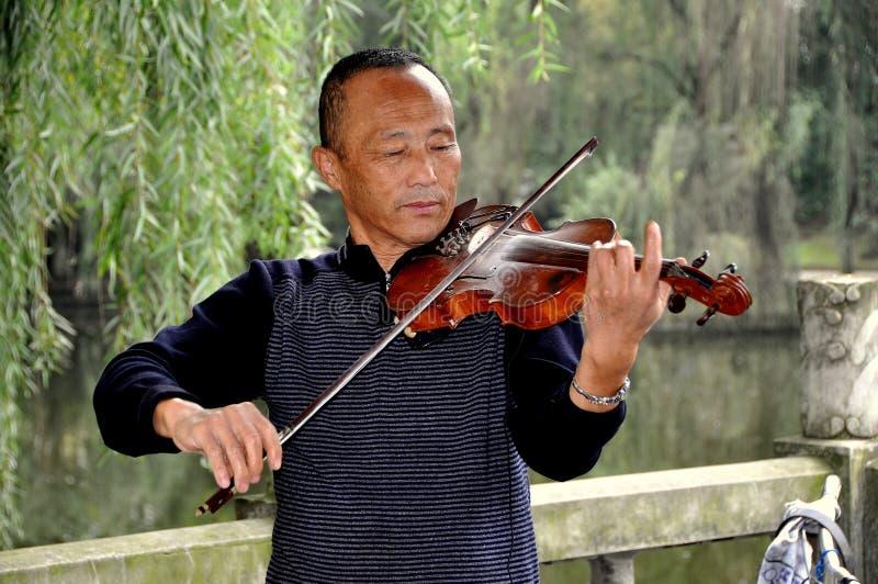 Pengzhou, China: Het Spelen van de musicus Viool royalty-vrije stock afbeeldingen