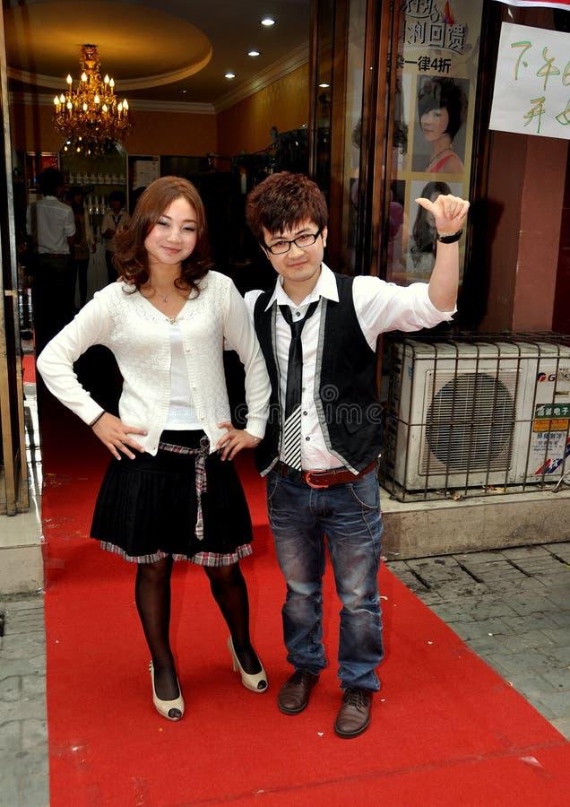 Pengzhou, China: Modelo & estilista do desfile de moda imagens de stock royalty free