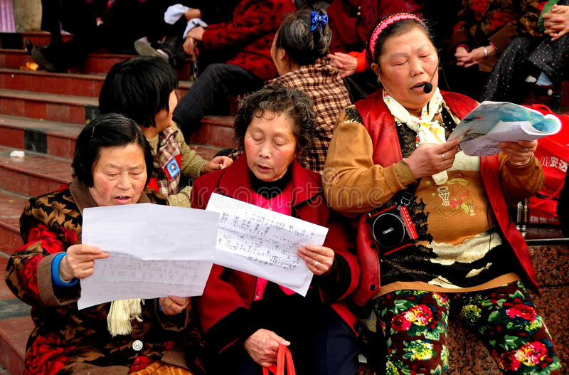 Pengzhou, Chine : Trois dames chanteuses image libre de droits