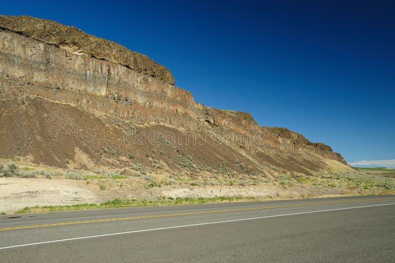 Penhasco da rocha da borda da estrada fotografia de stock