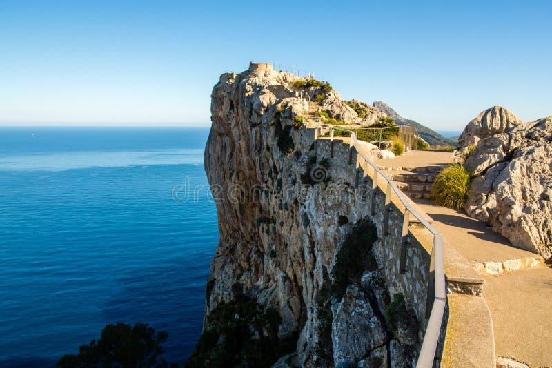 Penhasco em um dia ensolarado, Majorca de Mirador Es Colomer, Espanha fotos de stock