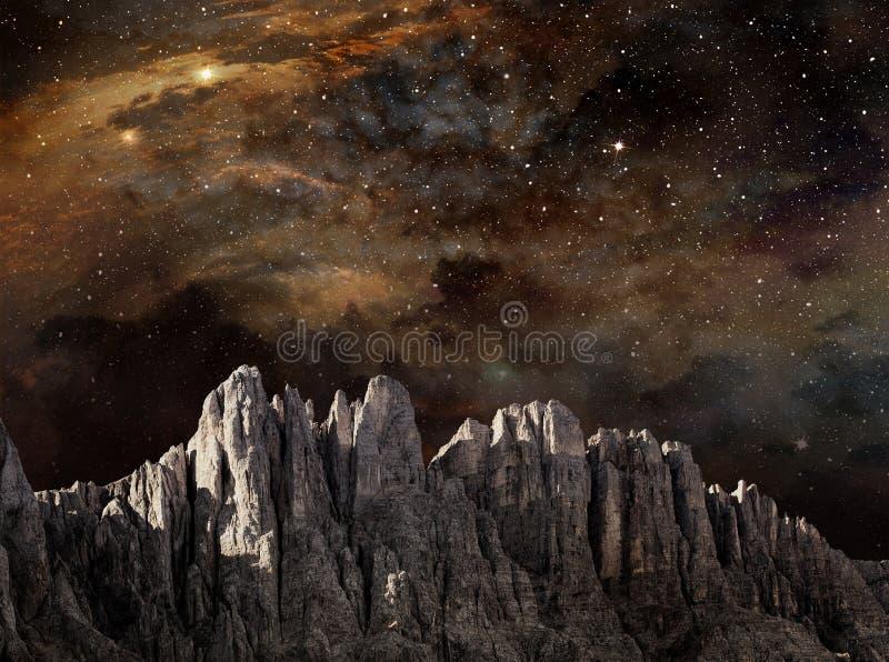 Penhasco na paisagem lunar ilustração royalty free