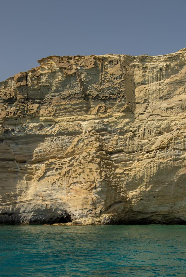 Penhasco vulcânico na praia de Kleftiko, ilha dos Milos imagens de stock royalty free