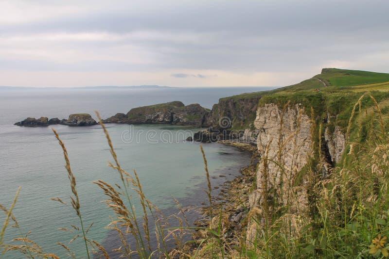 Penhascos da costa de Antrim foto de stock