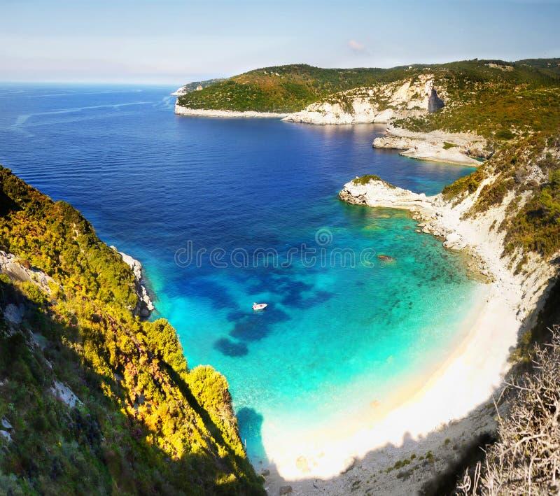Penhascos das ilhas gregas, mar, paisagem da costa, praias imagem de stock royalty free