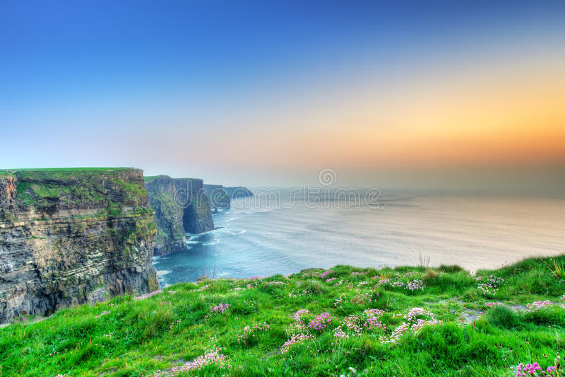 Penhascos de Moher no por do sol foto de stock royalty free