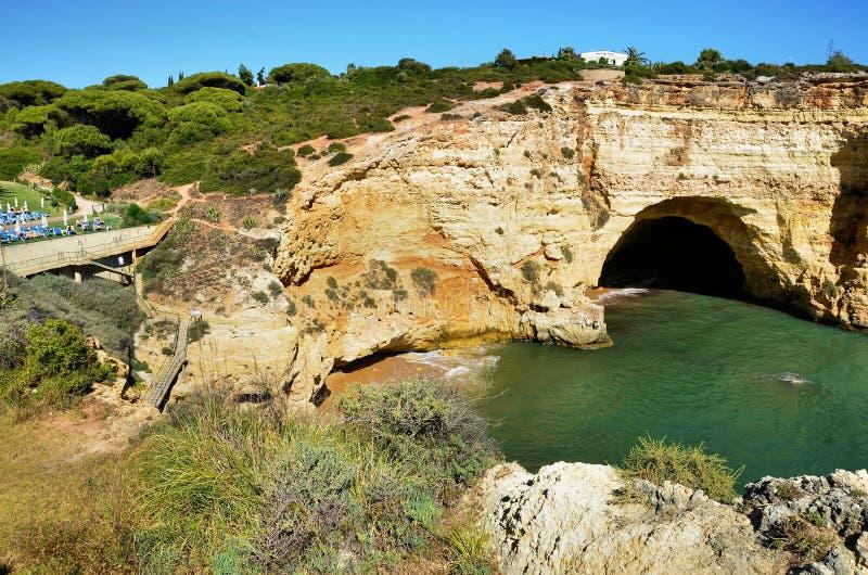 Download Penhascos do Algarve foto de stock. Imagem de portugal - 26517534