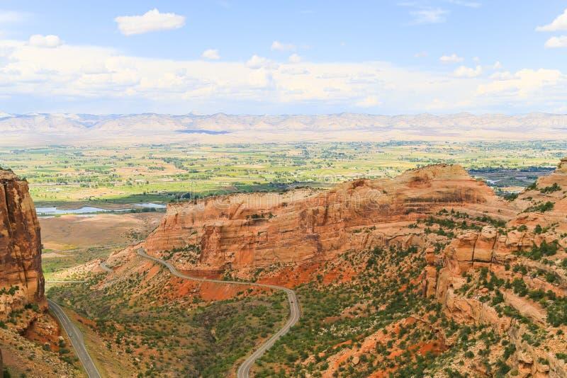 Penhascos do monumento nacional e do livro de Colorado imagem de stock