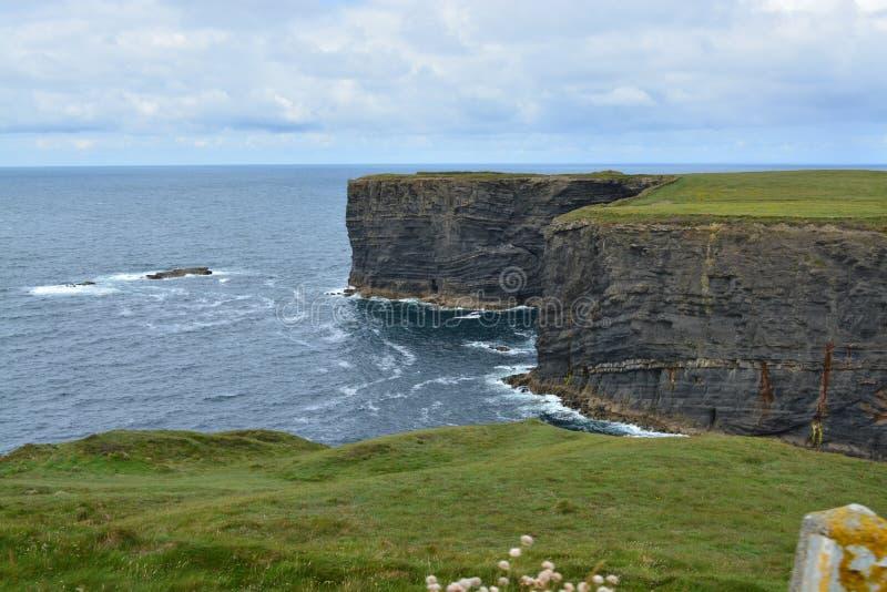 Penhascos em Ireland fotografia de stock